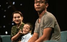 Mẹ cậu bé xếp dép bật khóc trên sóng truyền hình khi nhắc đến ước mơ thành hiện thực: Có việc làm để nuôi con