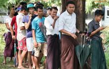 Đi xem CĐV Myanmar xếp hàng mua vé cũng thấy đậm đà bản sắc văn hoá truyền thống
