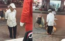 Người đàn ông thu mua ve chai đứng tần ngần trước shop quần áo phụ nữ và lời hẹn nhất định mua quà tặng vợ khiến bao người rưng rưng