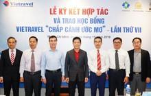 """Vietravel tổ chức lễ ký kết thỏa thuận hợp tác với 5 trường đại học TP.HCM và trao học bổng """"Chắp cánh ước mơ"""""""
