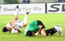 """Fan xót xa khi Duy Mạnh, Quang Hải liên tục """"ngã sấp mặt"""" trong trận đấu với Myanmar"""