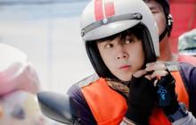 Chán làm giám khảo The Face, nam thần Thái Lan Peach Pachara Chirathivat nổi hứng chạy xe ôm kiếm sống