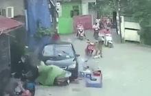 """Hà Nội: Ô tô """"điên"""" san bằng quán nước, 3 người bị thương"""