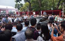 Ngày thứ 2 ra mắt xe VinFast: Hàng nghìn người đến tham quan, nhiều khách hàng hào hứng vì mua được xe mới