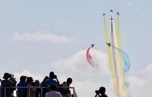 Ảnh: Máy bay nhào lộn đẹp mắt tại triển lãm hàng không ở Trung Quốc