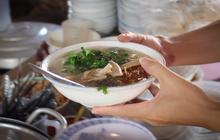 """Kỳ lạ ai đến Đà Nẵng đều rủ nhau """"ra ruộng"""" ăn tô bánh canh chỉ có giá 9k"""