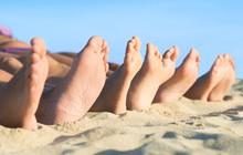 4 nguyên nhân không ngờ khiến đôi chân của bạn luôn bốc mùi khó ngửi