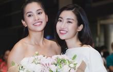 Đỗ Mỹ Linh, Phương Nga và người hâm mộ đón Tiểu Vy trở về từ Miss World