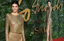 """Kendall Jenner khoe vóc dáng đẹp khó cưỡng, táo bạo """"thả rông"""" trên thảm đỏ"""