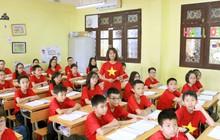 """Cô trò cùng """"nhuộm đỏ"""" lớp học để cổ vũ đội tuyển Việt Nam trước thềm trận chung kết lượt đi AFF Cup 2018"""