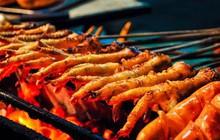 Hà Nội rét buốt căm căm vẫn có những món nướng nóng hổi từ bếp than để sưởi ấm ngày đông lạnh