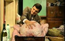 Góc quá đà: Hội ăn chay mang hoa nến đến trại gà tây làm lễ tưởng niệm cho những con gà bị giết thịt mùa Noel năm nay
