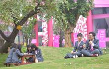 Xuýt xoa trước ngôi trường nội trú đẹp long lanh ngay Hà Nội: Hiện đại bậc nhất, muốn sống ảo góc nào cũng được!