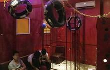 """Hàng chục thanh niên """"mây mưa"""" tập thể đồng tính trong tiệm cạo mặt, gội đầu ở Sài Gòn"""
