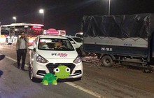 Tai nạn liên hoàn trên cầu Nhật Tân: Bùn đất rơi vãi khiến 3 ô tô mất lái đâm vào nhau