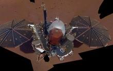 """Lần đầu """"tự sướng"""" trên sao Hỏa của InSight là bức hình tuyệt đẹp này đây"""