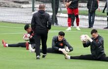 Không được bắt chính tại AFF Cup, thủ môn Tiến Dũng nhận cử chỉ tình cảm từ thầy Park