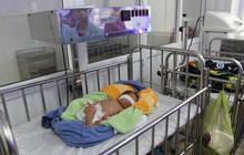 Phát hiện bé sơ sinh bị bỏ rơi, bên cạnh có bình sữa cùng 1 triệu đồng