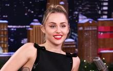 Là ca sĩ chuyên nghiệp nhưng Miley Cyrus lại để thua một MC khi chơi... đoán tên bài hát