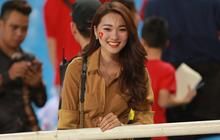 Báo Hàn Quốc ấn tượng về sự cuồng nhiệt của những fan nữ Việt Nam xinh đẹp