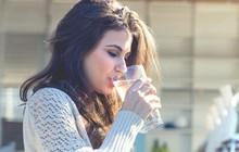 Mùa này đừng uống nước lạnh, hãy uống nước ấm đi vì bạn sẽ có được những điều này