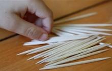 Trung Quốc: Giáo viên trường mầm non chất lượng cao dùng tăm nhọn đâm trẻ