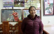 Mẹ Công Phượng nấu cháo gà tiếp đón người hâm mộ đến cổ vũ đội tuyển Việt Nam