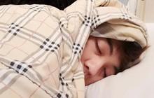 Đây là những thói quen ngủ nhiều người hay mắc phải trong mùa đông nhưng lại tiềm ẩn hàng loạt nguy cơ gây hại sức khỏe