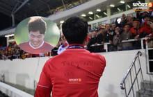 Hân hoan nhận cúp vô địch, nhưng dòng chữ viết tên các cầu thủ bị chấn thương trên áo Xuân Trường - Văn Hậu mới là điều xúc động nhất!