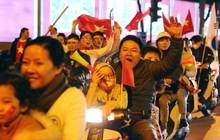 Hàng triệu CĐV Việt Nam đổ ra đường ăn mừng chiến thắng: Chúng ta là những nhà vô địch!