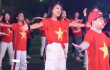 Offline các trường Đại học lớn nhất nước cổ vũ đội tuyển Việt Nam: Dàn gái xinh lung linh nhảy cực sung chờ bóng lăn