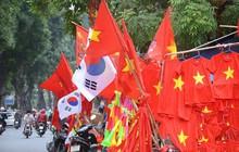 Không khí nhộn nhịp, phố phường Hà Nội rợp bóng cờ đỏ sao vàng trước trận chung kết AFF Cup