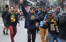 """Hàng ngàn CĐV Malaysia diễu hành khắp phố cổ Hà Nội: """"Chúng tôi tin Malaysia sẽ chiến thắng"""""""