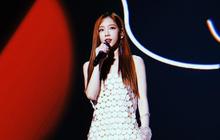 """Gặp tai nạn hi hữu trên sân khấu, Taeyeon gửi tâm thư trấn an người hâm mộ đồng thời """"dằn mặt"""" SM"""
