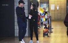 Bắt gặp Duy Mạnh tay trong tay đi xem phim với bạn gái sau khi lên ngôi vô địch AFF Cup