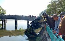 Hà Nội: Xế hộp mất lái tông đổ giải phân cách, phi lên vỉa hè rồi đâm nát lan can lao thẳng xuống hồ Trúc Bạch