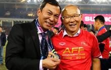 HLV Park Hang-seo bất ngờ tặng huy chương vàng AFF Cup cho Phó chủ tịch VFF
