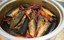 Chẳng cần về tận làng Vũ Đại vẫn có tới 3 địa chỉ bán cá kho sẵn cực ổn ở Hà Nội dành cho bạn
