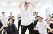 """4 ngày trước liveshow """"khủng"""", Đông Nhi căng thẳng tập luyện cùng nhóm nhảy, hé lộ vũ đạo dễ thương thế này đây!"""
