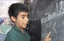 Câu chuyện phi thường của cậu bé 12 tuổi đã là hiệu trưởng, tự thành lập trường học để dạy chữ miễn phí cho trẻ em