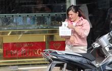 Bình Dương: Cô gái táo tợn cướp giật ở tiệm vàng rồi bỏ chạy