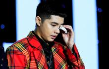 Noo Phước Thịnh lần đầu hát live ca khúc mới, bật khóc khi nhận quà sinh nhật từ fan Hà Nội