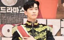 """Sau """"anh trai Kim Tan"""", đến lượt chàng phản diện Shin Sung Rok bị thương trên phim trường """"The Last Empress"""""""