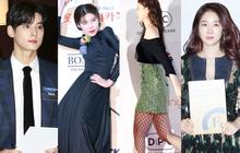 """Thảm đỏ thảm họa: """"Tiểu Jeon Ji Hyun"""" diện đồ quá sến, nam thần có gương mặt đẹp nhất Kpop lấn át dàn mỹ nhân"""