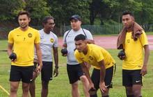 Đội tuyển Malaysia chơi bắn bi giải sầu vì gặp thời tiết xấu
