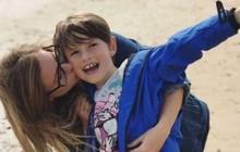 Mẹ lên cơn co giật, cậu bé 8 tuổi tự lái chiếc xe đang chạy 100km/h vào nơi an toàn