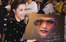 """Đông Nhi hạnh phúc trong vòng vây của hàng trăm fan tại buổi kí tặng album """"Ten On Ten"""""""