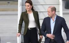 """Giữa tin đồn chị em dâu bất hòa, Công nương Kate lần đầu tiên diện kiểu quần được coi là item """"ruột"""" của Meghan Markle"""