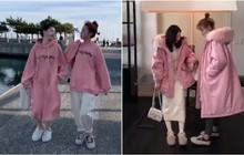Hỏi mùa đông con gái cần gì? Đáp: Chỉ cần một cô bạn thân để cùng diện đồ đôi, đi du lịch khắp nơi thôi!