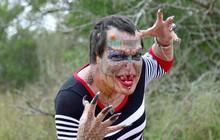 Người rồng chuyển giới liều lĩnh phẫu thuật cắt mũi, nhổ răng để biến hình thành sinh vật huyền thoại
